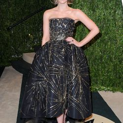 Loving this tea-length, full-skirted Monique Lhuillier (plus the kicky high pony) from Kate Beckinsale.