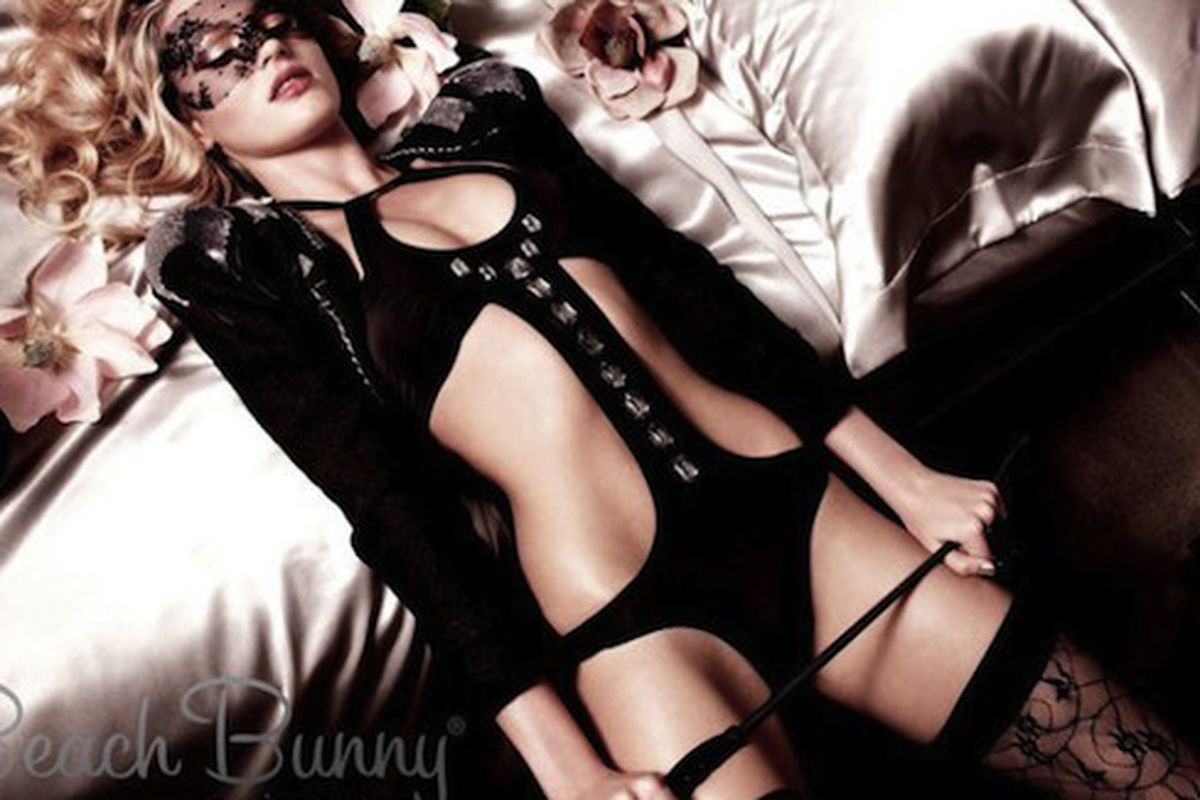 """Candice Swanepoel for Beach Bunny Swimwear, via <a href=""""http://revistaquem.globo.com/Revista/Quem/0,,EMI183234-8197,00.html"""">Quem</a>"""