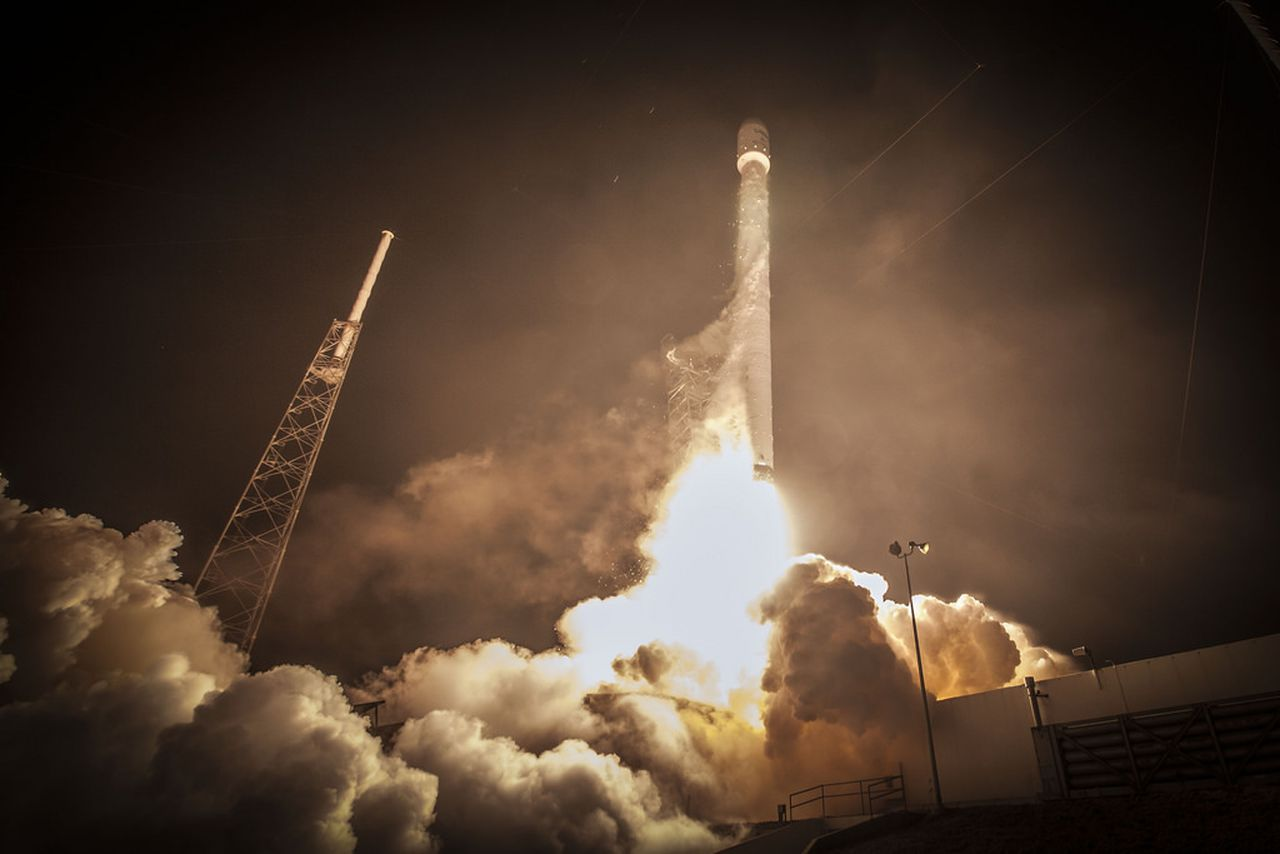 SpaceX follows NASA by publishing images without copyright ...