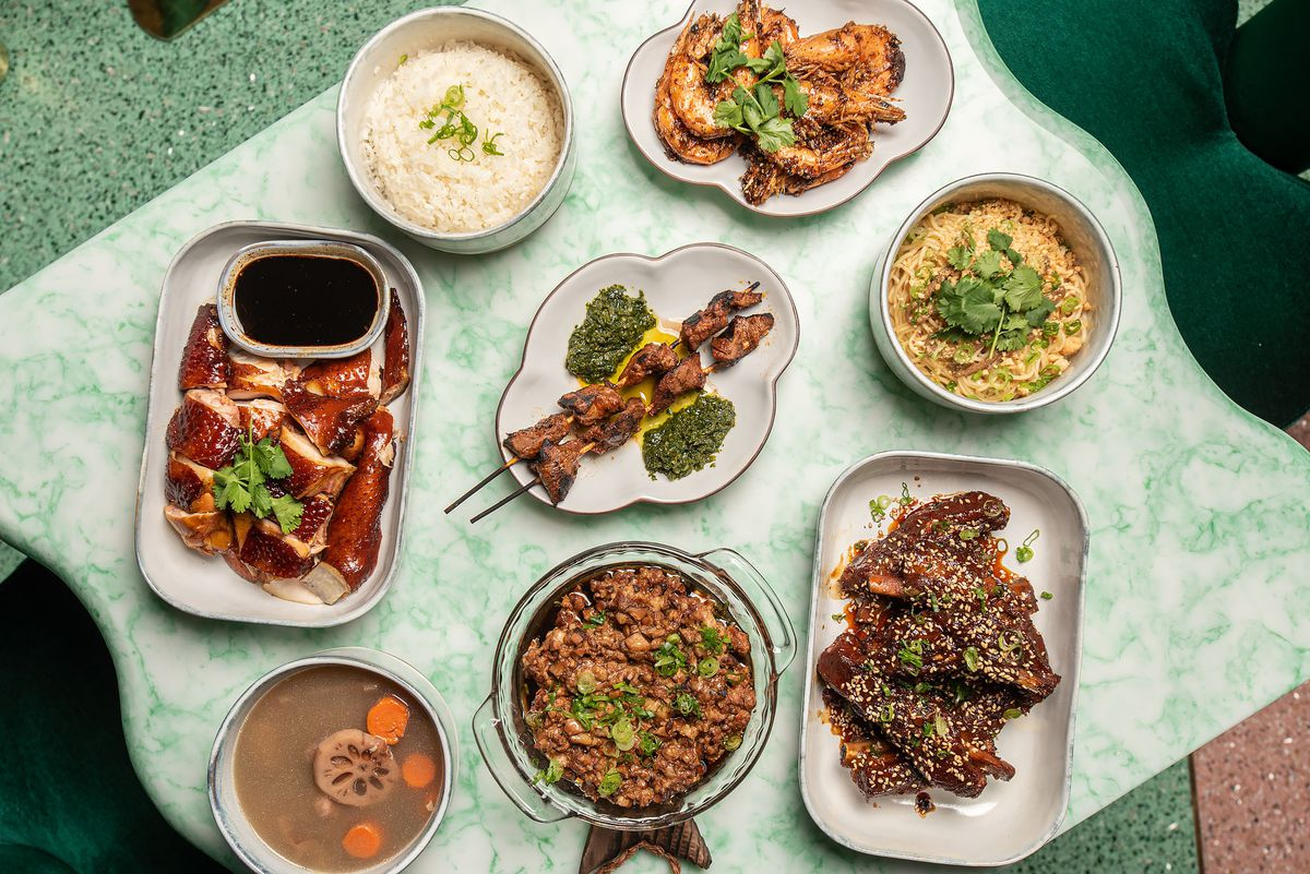 Wybór dań kuchni chińskiej i peruwiańskiej.