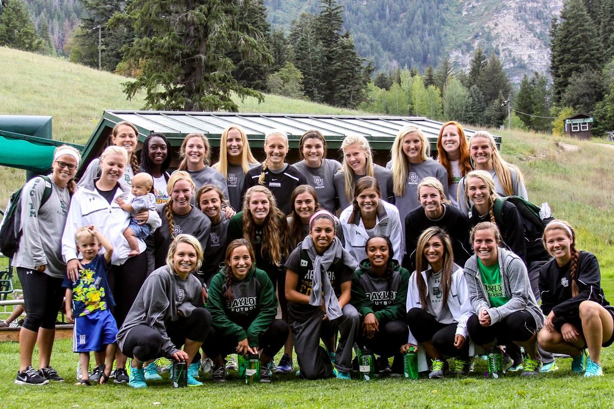 Baylor team photo in front of the mountains of Colorado.