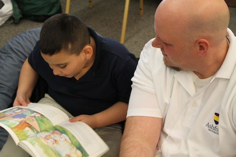 A Power Lunch mentor working with a student. Photo courtesy of Mile High United Way
