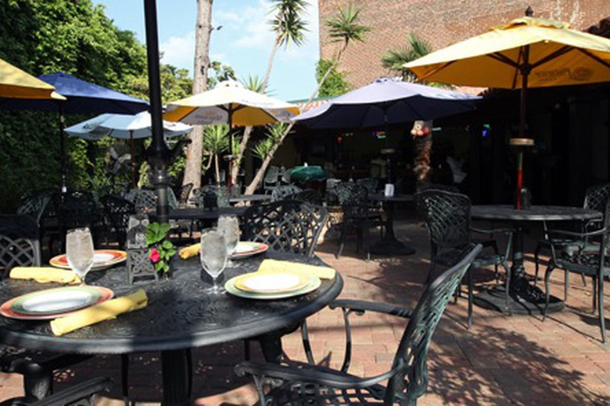The courtyard at Mojito's Rum Bar & Grill.