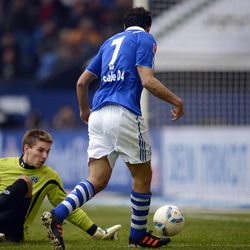 Schalke's Raul of Spain scores his second goal during the German first division Bundesliga soccer match between FC Schalke 04 and Hannover 96 in Gelsenkirchen, Germany, Sunday, April 8, 2012.