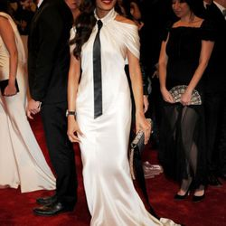 Freida Pinto in Chanel has caused a nation of Twitterers to shake their heads sadly, then tweet about it.