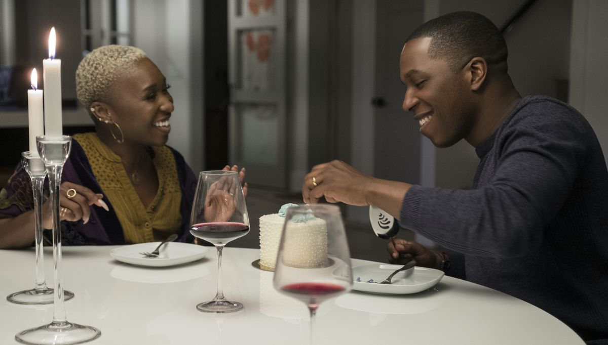 Cynthia Erivo as Janine and Leslie Odom Jr. as Nick have a nice, pre-time-crisis candlelit dinner together in Needle in a Timestack