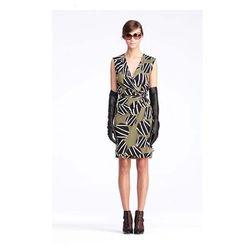 "<a href=""http://www.dvf.com/Callista-Dress/D5317001L12,default,pd.html?dwvar_D5317001L12_color=DWLGK&start=2&cgid=dresses&srule=surprise-sale""><b>DVF</b> Callista Dress</a> $262.50 (was $375)"