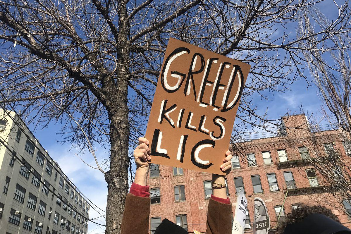 Amazon New York deal: protesters condemn Bezos at anti-HQ2 rally - Vox