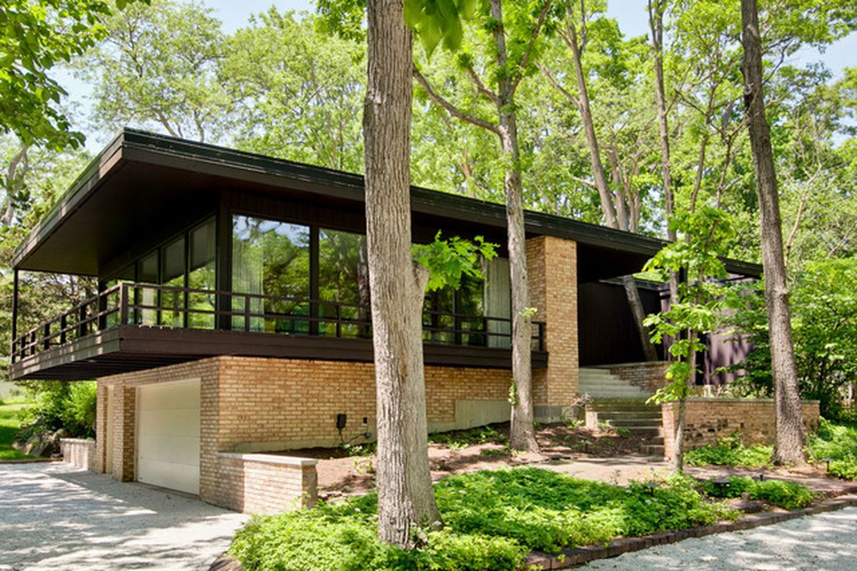 Midcentury time capsule in lake forest seeks 659k for Modern homes for sale chicago