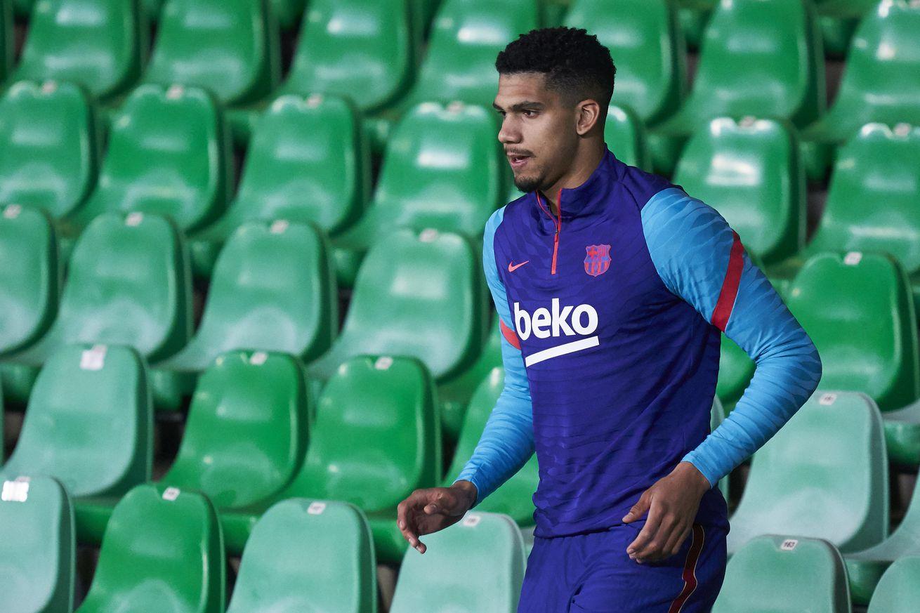 Araujo back in Barcelona training ahead of Sevilla match
