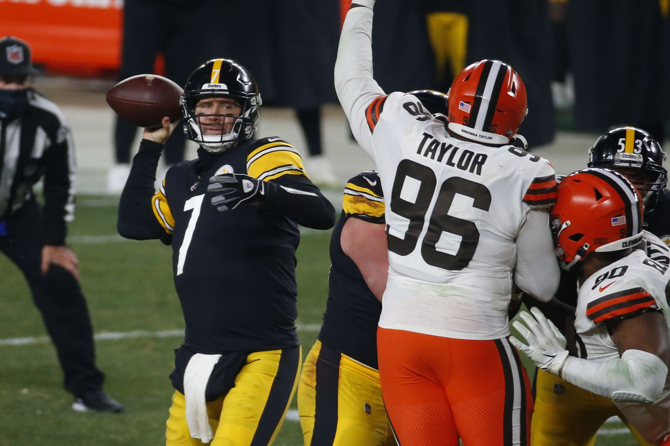 Wild Card Round - Cleveland Browns v Pittsburgh Steelers