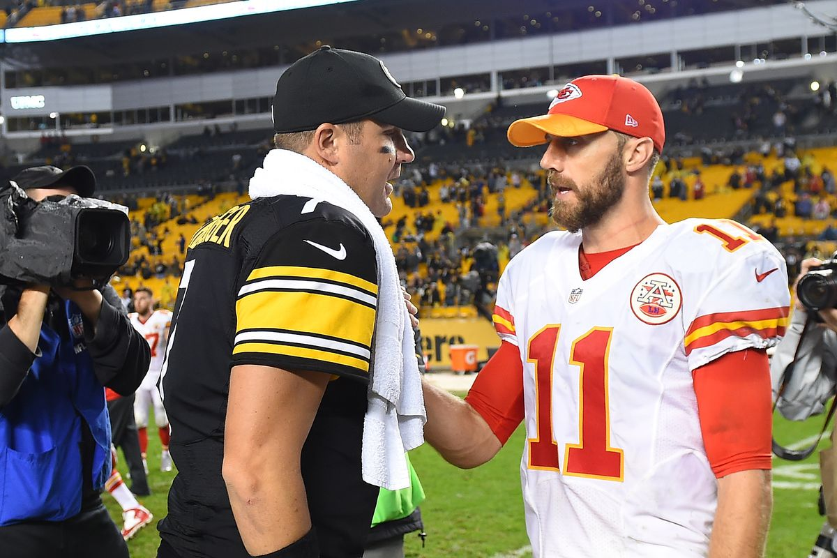 Ben Roethlisberger #7 of the Pittsburgh Steelers talks with Alex Smith #11 of the Kansas City Chiefs at the conclusion of the Steelers 43-14 win at Heinz Field on October 2, 2016 in Pittsburgh, Pennsylvania.