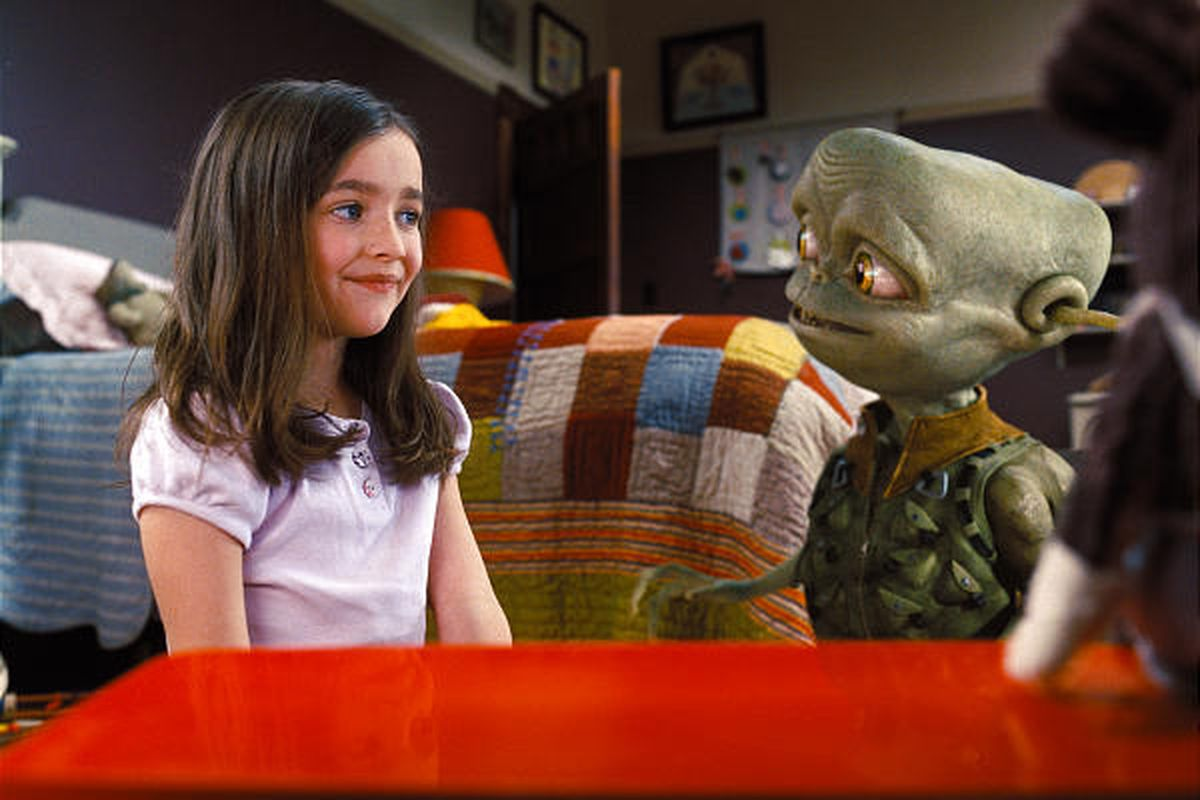 """Hannah (Ashley Boettcher) bonds with friendly alien Sparks in the kiddie feature """"Aliens in the Attic."""""""
