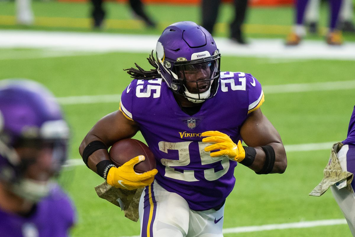Minnesota Vikings running back Alexander Mattison (25) runs with the ball in the fourth quarter against the Detroit Lions at U.S. Bank Stadium.