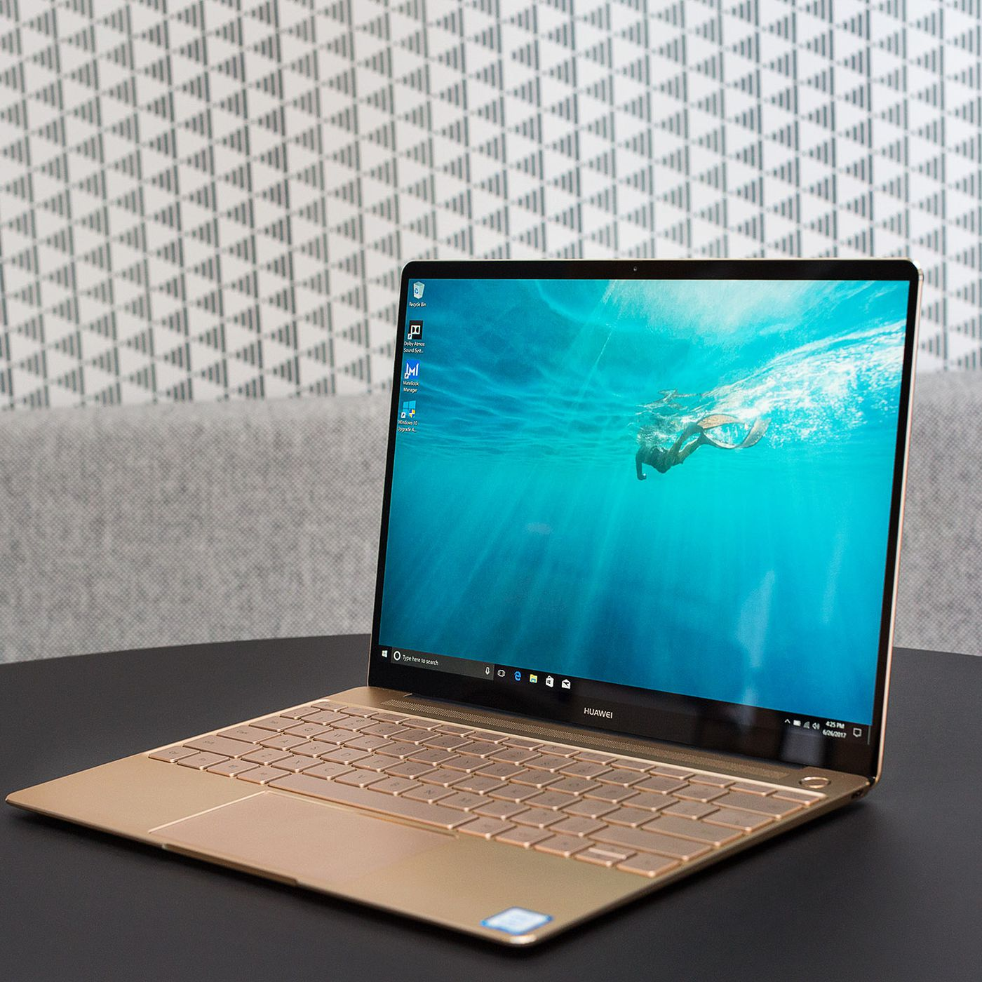 Huawei MateBook X laptop review: more beautiful than useful - The Verge