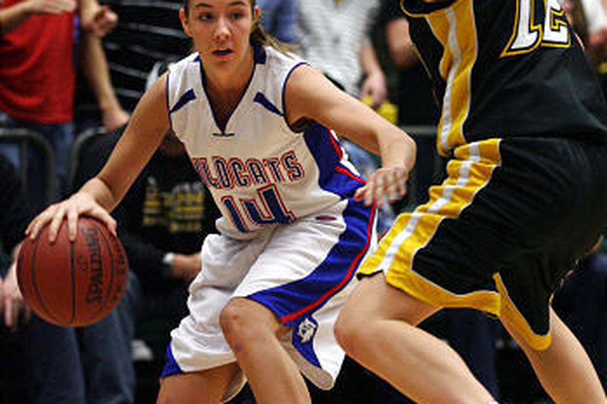 Richfield's Brooke Bliss moves around Union's Katie Richens during the 3A girls basketball state championship game.