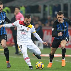 Enrico Brignola (C) of Benevento Calcio is challenged by Roberto Gagliardini (L) and Ivan Perisic of FC Internazionale Milano during the serie A match between FC Internazionale and Benevento Calcio at Stadio Giuseppe Meazza on February 24, 2018 in Milan, Italy.