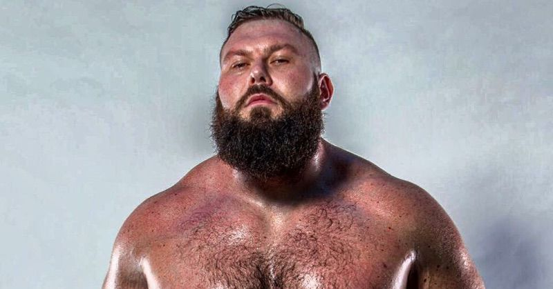 gay-pro-wrestler-wanted-to-rent-porn-movies-sucking
