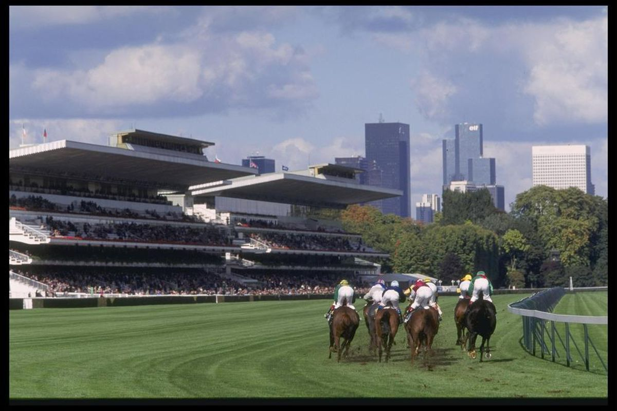 6 Oct 1996: A general view as the horses round the final bend during the Arc De Triomphe at Longchamp racecourse in Paris, France. Mandatory Credit: Pascal Rondeau/Allsport