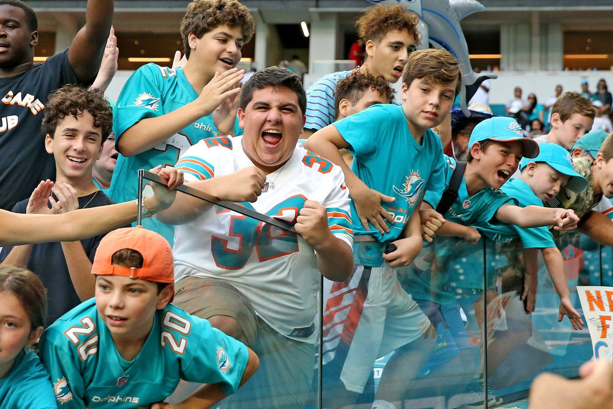 Barry Jackson: Heres the Dolphins pitch to keep season ticket holders. And the perks being offered.