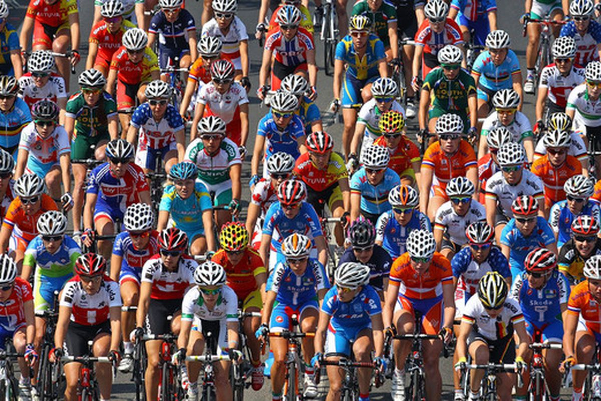 GEELONG AUSTRALIA - OCTOBER 02:  The peloton comes down the hill during the Women's Elite Road Race on day four of the UCI Road World Championships on October 2 2010 in Geelong Australia.  (Photo by Scott Barbour/Getty Images)