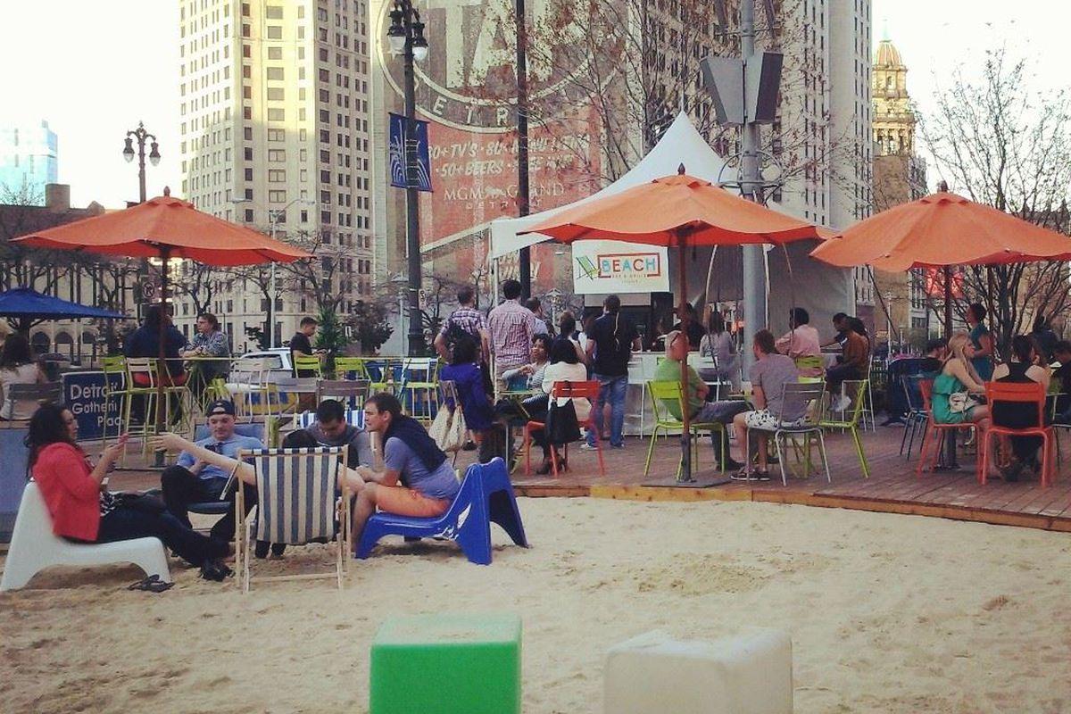 Beach Bar & Grill Fountain Bistro.