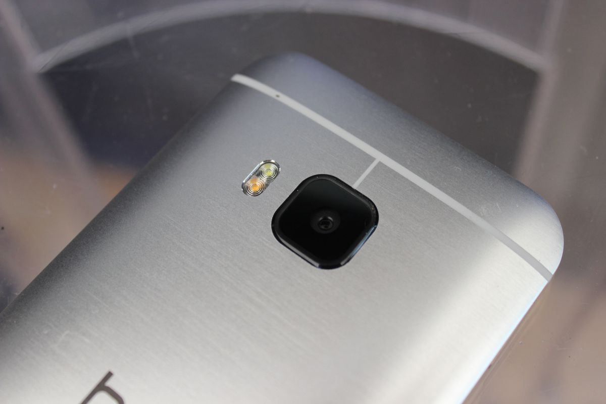 Replacing last year's dual camera system is a single 20-megapixel camera.