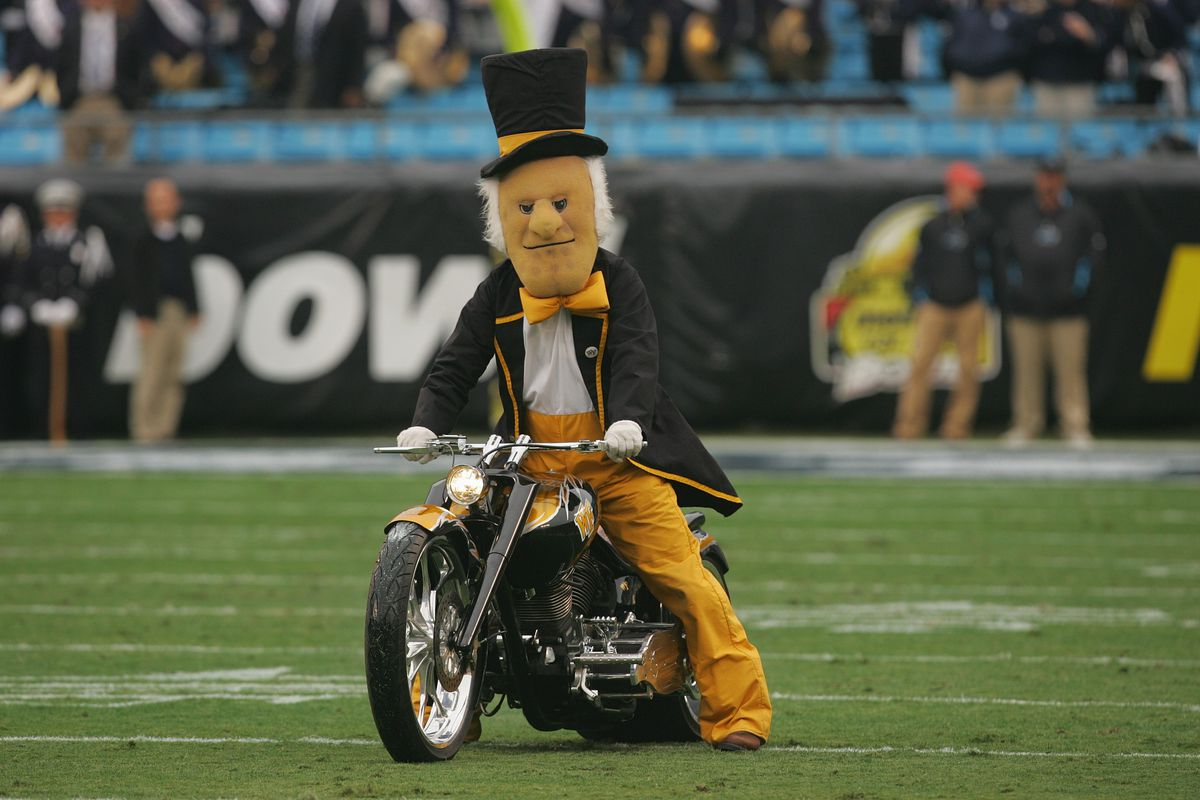 Meineke Car Care Bowl - Connecticut v Wake Forest