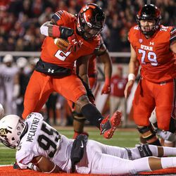 Utah Utes running back Zack Moss (2) runs for a touchdown, putting the Utes up 14-0 over the Colorado Buffaloes after the PAT, at Rice-Eccles Stadium in Salt Lake City on Saturday, Nov. 25, 2017.
