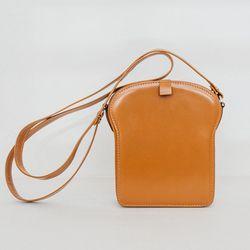 "Welcome Companions mini 'Toast' bag, <a href=""http://www.shopcondor.com/welcome-companions-mini-toast-bag.html"">$498</a>"