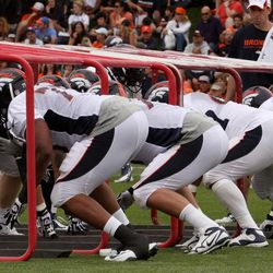 Broncos offensive line working on keeping their pad level down during drills
