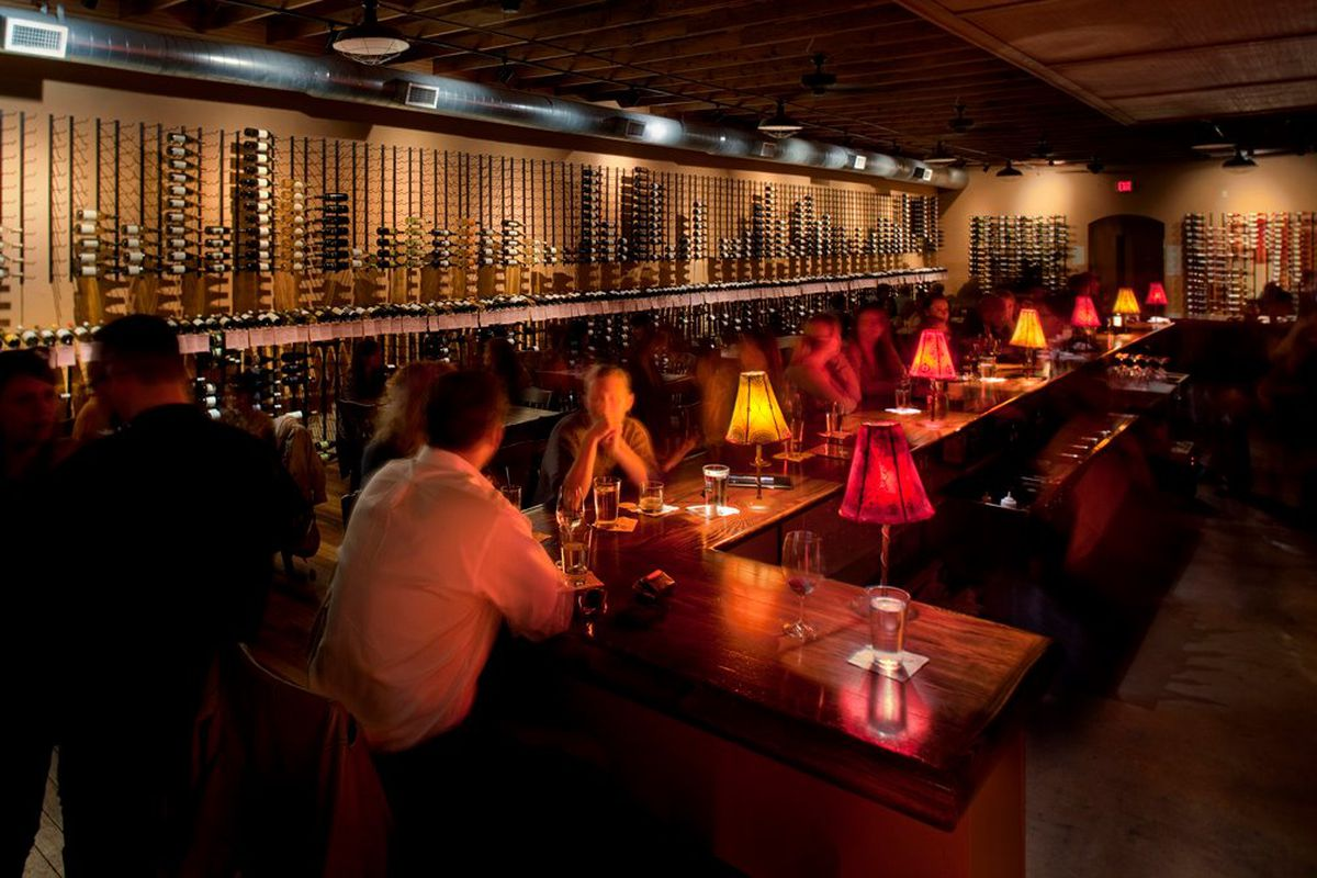 Hyde Park Wine Bar Vino Vino Reopens With A New Menu And