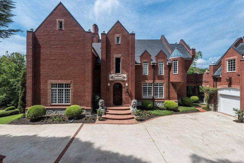 Hear Ye Cobb County Castle Is Heading To Auction Gauntlet