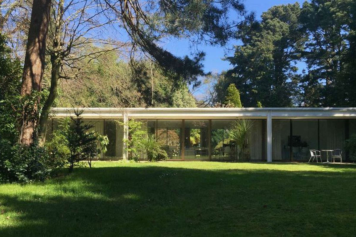 sleek 1970s glass house in england asks 1 75m curbed
