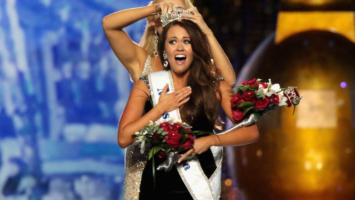 Cara Mund gets crowned as Miss America