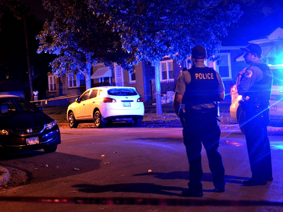 Police investigate a shooting about 10:30 p.m. Friday, August 10, 2018 in the 200 block of East 123rd St. in Chicago.   Justin Jackson/ Sun-Times