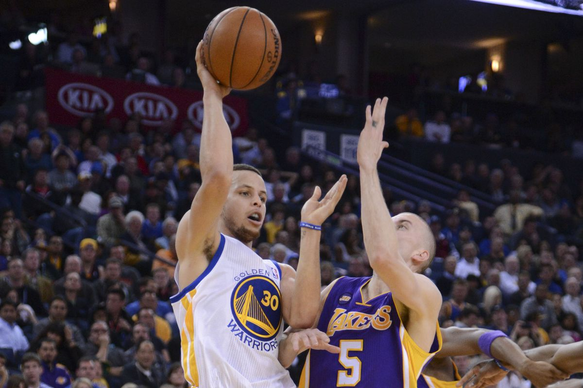 Stephen Curry played well despite a sore ankle.