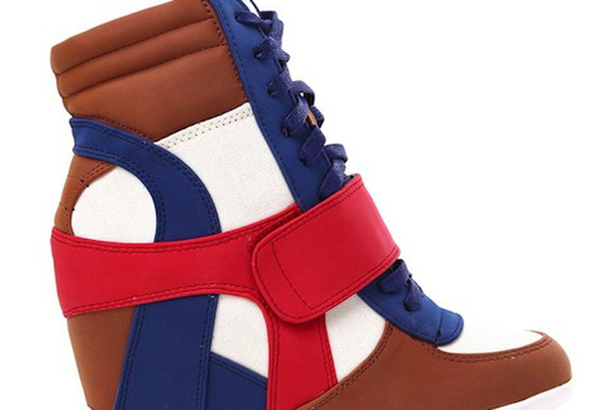 "Image via <a href=""""></a><a href=""http://www.shopakira.com/products/mariela-02-n-d-sneaker-wedge.html"">Akira</a>"
