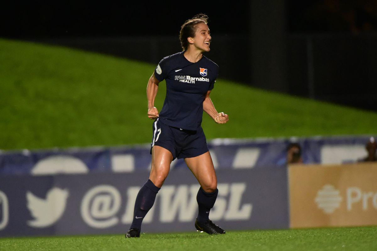 Jen Hoy's stoppage time winner lifts Sky Blue FC to second