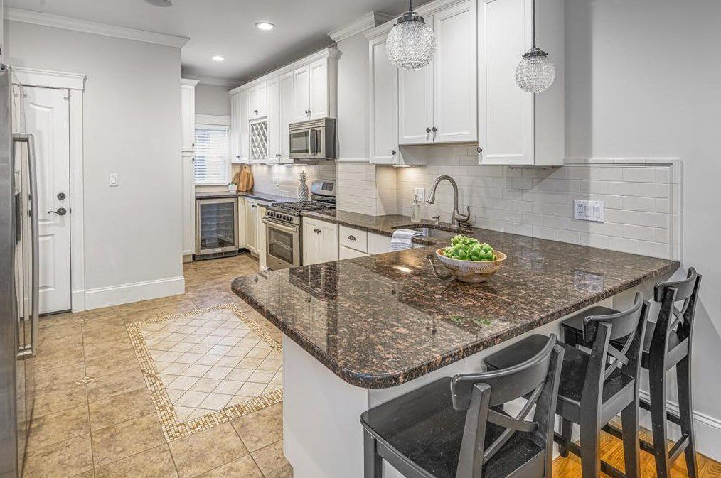 An open kitchen with an L-shaped counter.