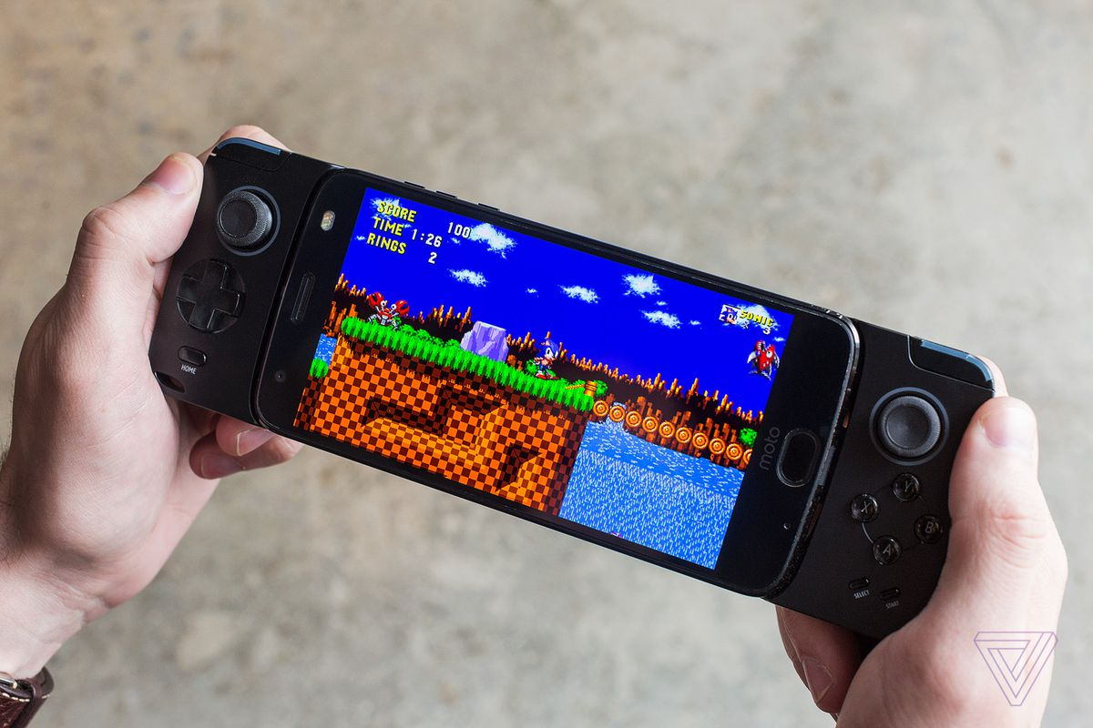 The Gamepad Moto Mod Is A Good Idea In Search Of Games The Verge - Minecraft pc mit pad spielen