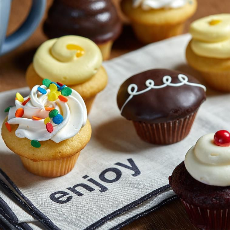Mini cupcakes from Noe Valley Bakery