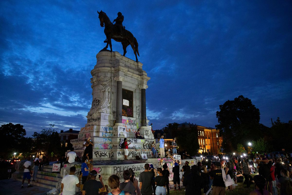 Protesters pull down a Confederate statue in Richmond as others ...
