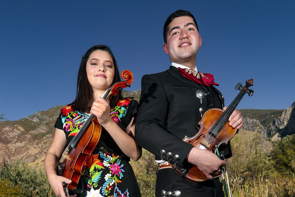 Siblings continue family tradition with 3rd-generation mariachi group