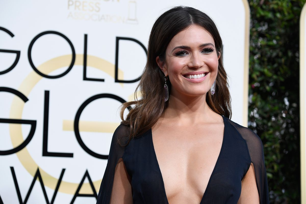 Mandy Moore on the 2017 Golden Globes red carpet.