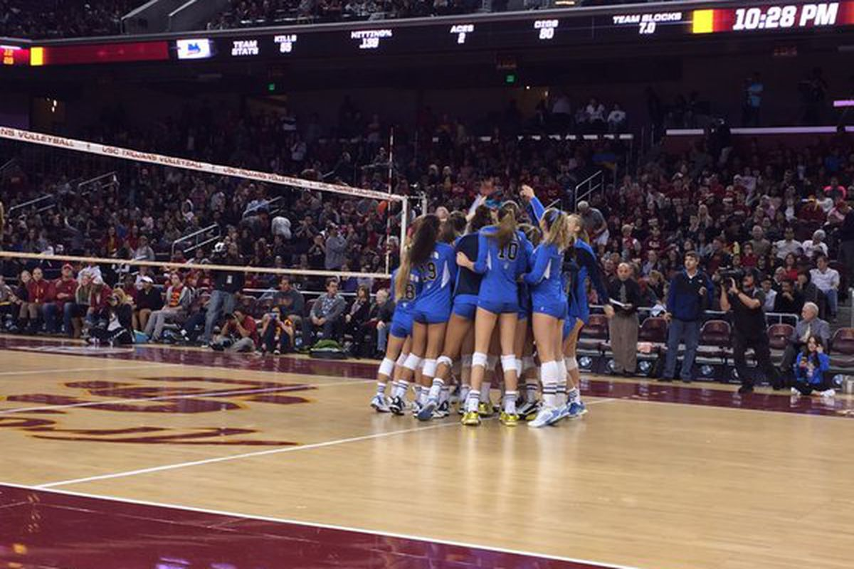 No 18 Ucla Women S Volleyball Nearly Knocks Off Stanford Takes On Uc Berkeley Bruins Nation