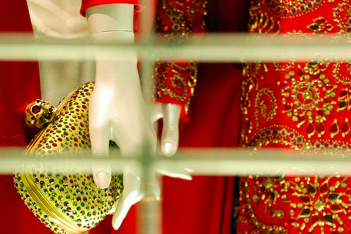 "Alexander McQueen's windows via <a href=""http://www.flickr.com/photos/jetsetcd/5227500085/in/pool-312691@N20/"">jetsetcd</a>/Racked Flickr Pool"
