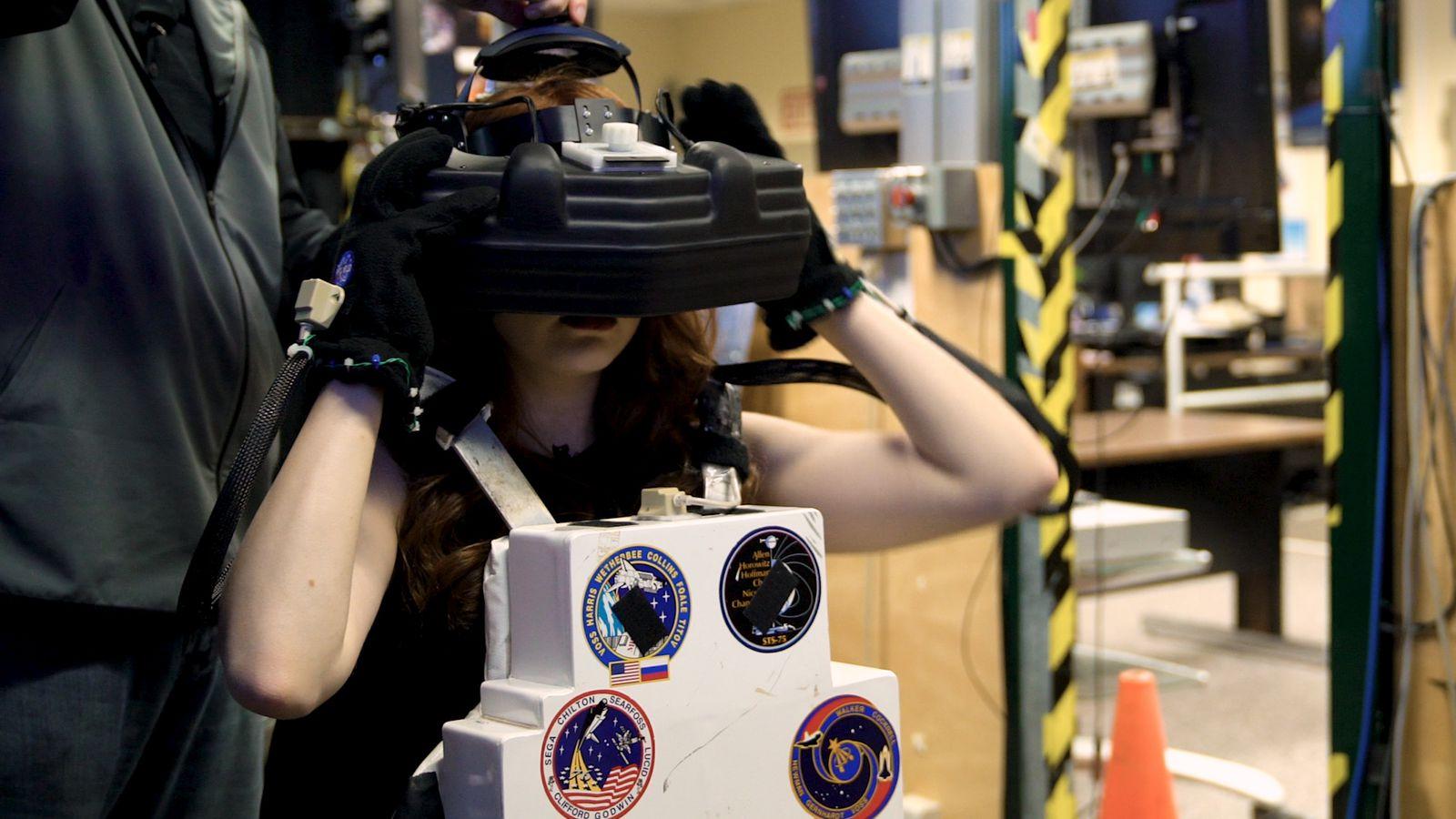 Walking through space in NASA's Virtual Reality Lab - The ...