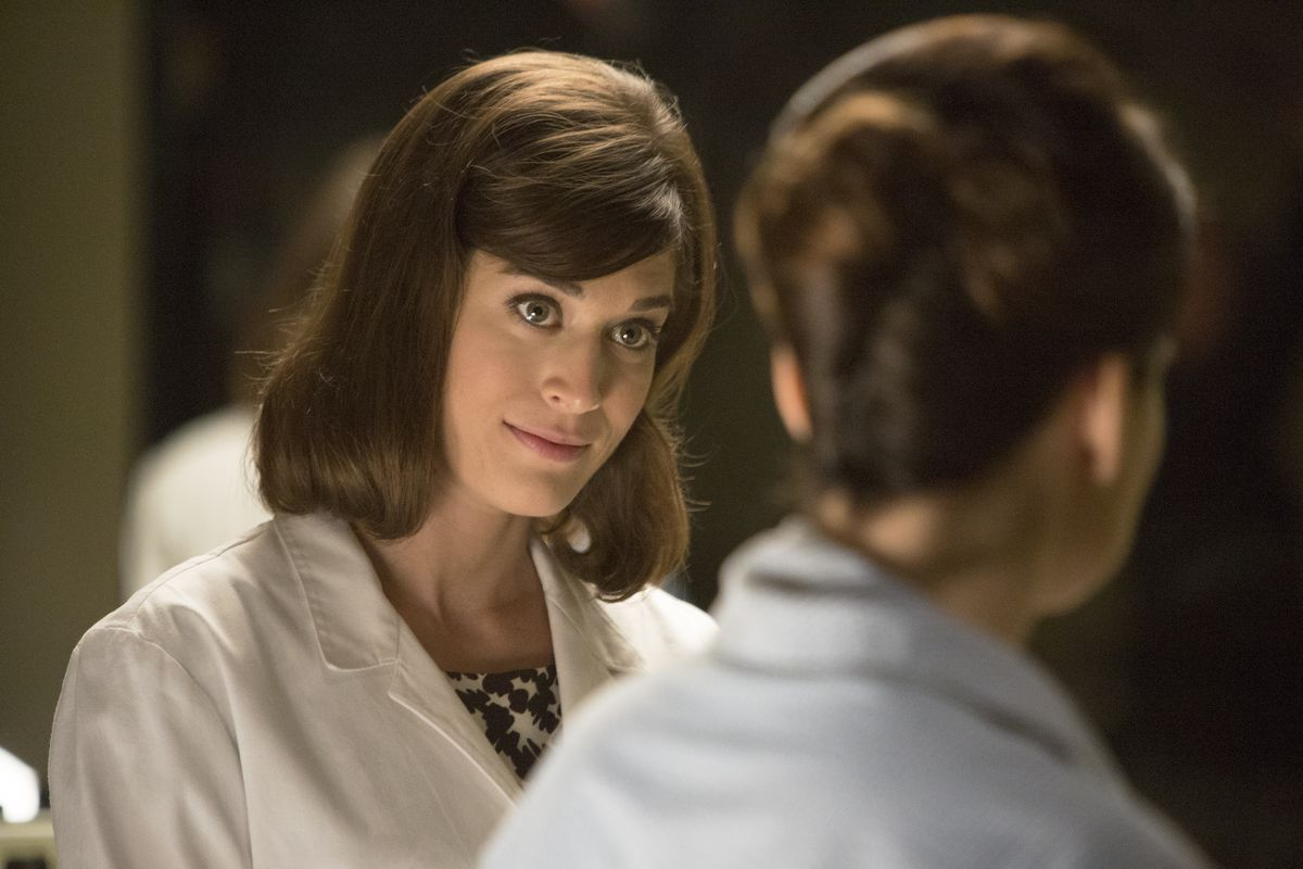Virginia (Lizzy Caplan) meets with Barbara to try to help her.