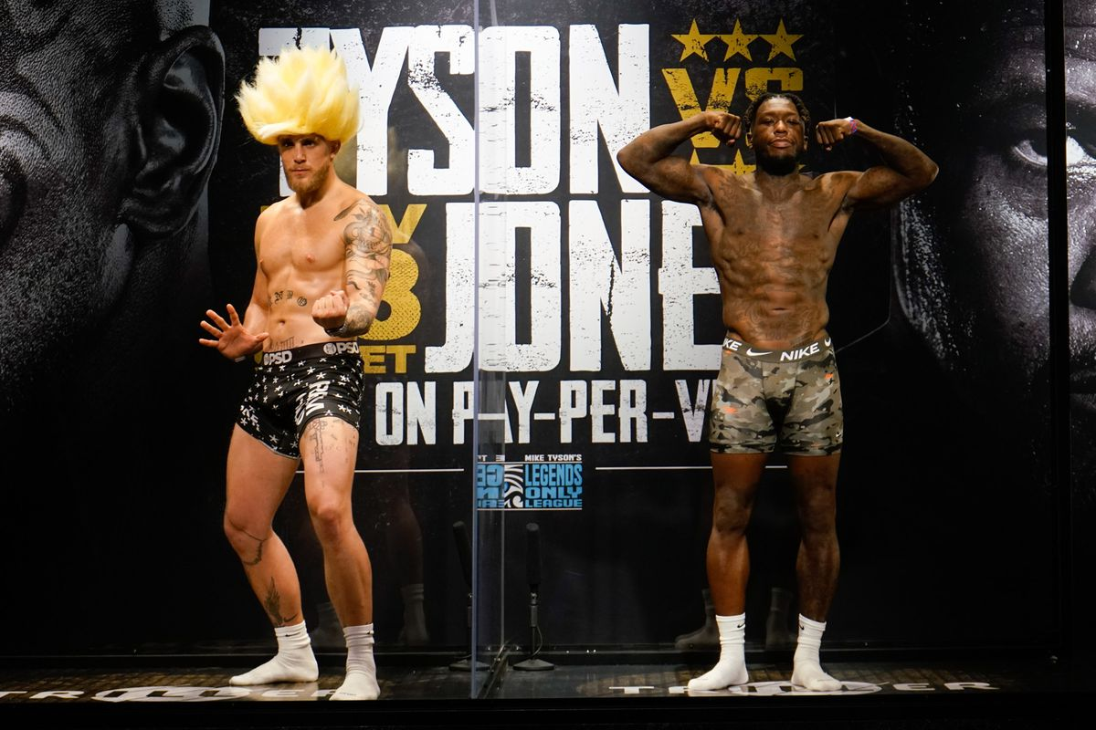 Jake Paul and Nate Robinson weigh in for a cruiserweight boxing bout in Los Angeles.